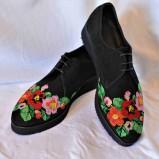 "Pantofi brodati ""Flori de Primavara"""